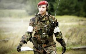 Немецкая девушка солдат