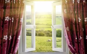 Окно с видом на поля