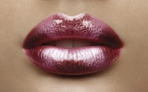 Темные губы