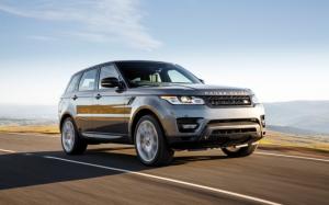 Range Rover Sport на дороге