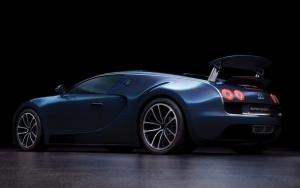 Синий Bugatti Supersport
