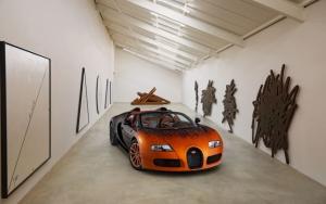 Оранжево-черный Bugatti Veyron