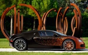 Красивый Bugatti Veyron Grand Sport