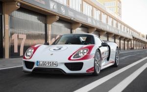 Porsche 918 Spyder вид спереди