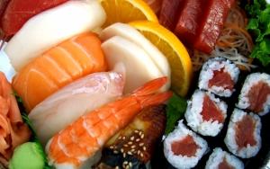 Суши лосось и креветки