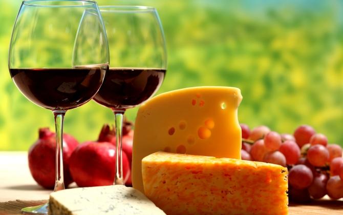 Сыр с вином
