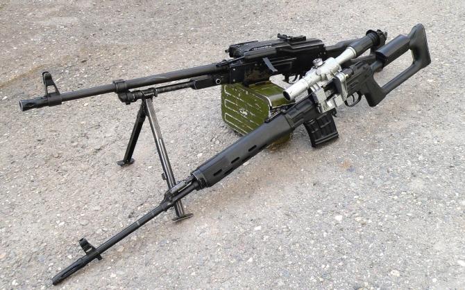 Пулемет и снайперская винтовка