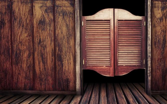 Дверь в салун