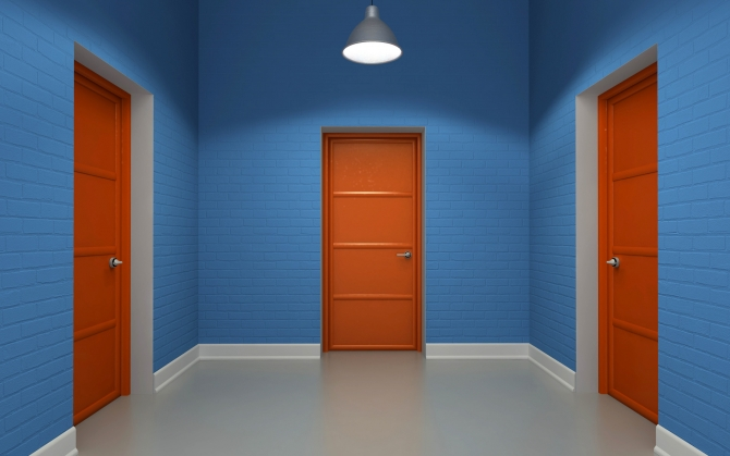 Три двери