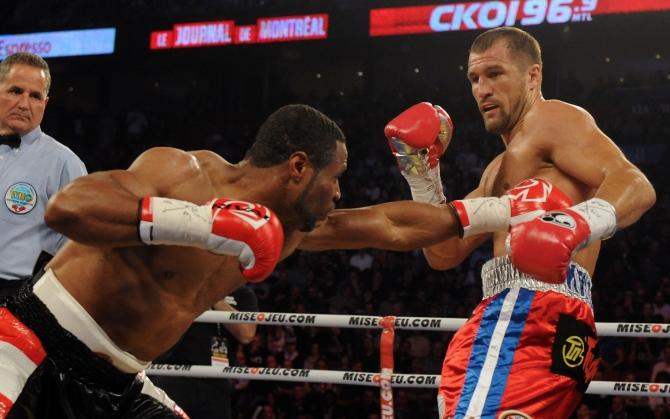 Сергей Ковалев боксирует