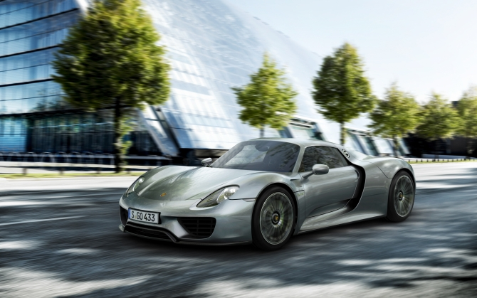 Porsche 918 Spyder в городе
