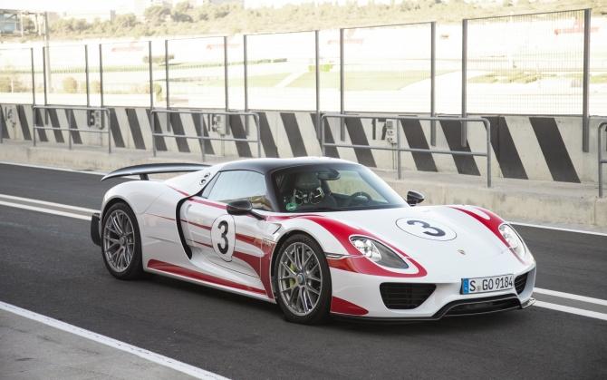 Спорткар Porsche 918 Spyder