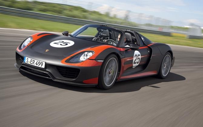 Гоночный Porsche 918 Spyder