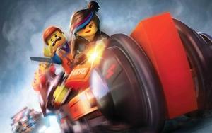 Дикарка и Эммет на мотоцикле - Лего. Фильм