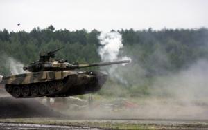 Танк Т72 в полете