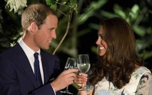 Кейт Миддлтон и принц Уильям улыбаются
