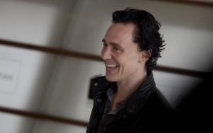 Том Хиддлстон улыбка Локи