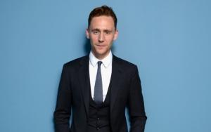 Том Хиддлстон в костюме