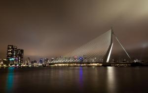 Красивый вантовый мост