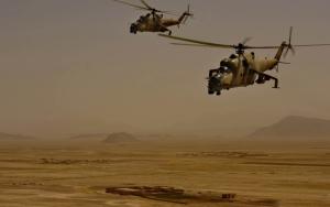 Военные вертолеты в пустыне