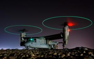 Грузовой военный вертолет