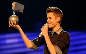 Джастин Бибер с наградой MTV