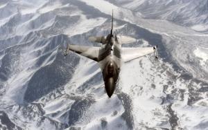Военный самолет F-16