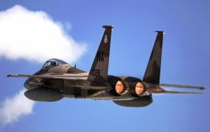 Военный самолет F-15 Eagle