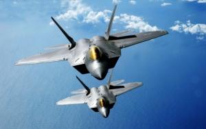 Два боевых F-22 Raptor