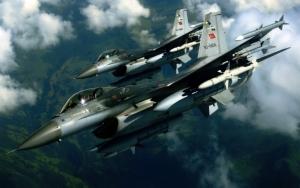 Два F-16 в небе