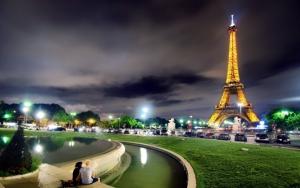 Ночная подсветка Эйфелевой башни