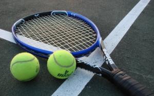Ракетка и мячи для большого тенниса