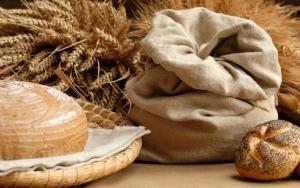 Хлеб и колосья пшеницы