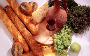 Багеты, сыр и вино