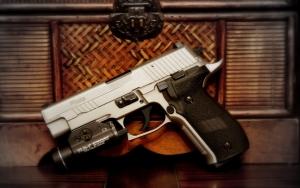 Пистолет Sig-Sauer с прицелом