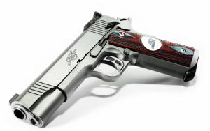 Красивый пистолет