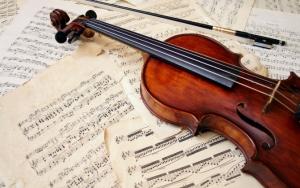 Скрипка на нотах