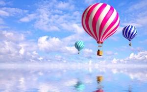 Воздушныe шары над водой
