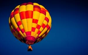Яркий воздушный шар