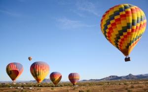 Воздушные шары в пустыне