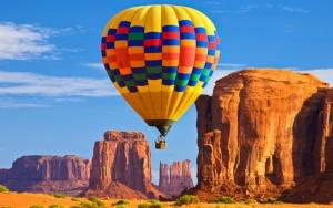 Воздушный шар в каньонах