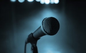 Микрофон на сцене