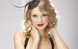 Тейлор Свифт в шляпке