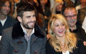 Шакира и Пике смеются