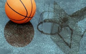 Баскетбольный мяч под дождем