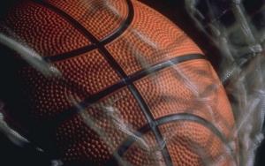 Баскетбольный мяч в сетке