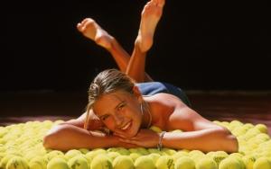 Мария Шарапов и теннисные мячики