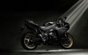 Черный Yamaha R1