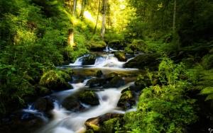 Крошечный водопад