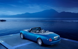 Rolls-Royce Phantom на берегу